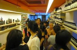 Aesop crowd in HKG store